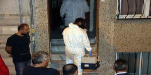 Şüpheli ölüm, polis gaz maskesiyle eve girdi