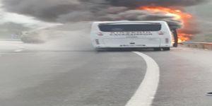 Seyir halindeki otobüs alev alev yandı