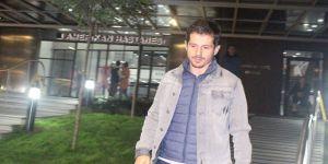 Emre Belözoğlu'ndan Turan çiftine 'bebek' ziyareti