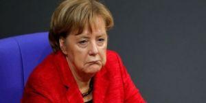 Merkel pes etti!