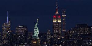 Empire State Türk bayrağının renklerine büründü