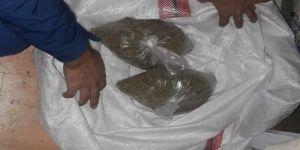 Yastık içinden 100 bin liralık uyuşturucu çıktı