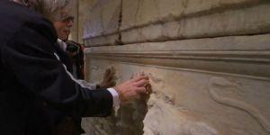 Lübnan'da görme engelliler müzeyi dokunarak keşfediyor