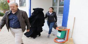 Atatürk'e hakaretten gözaltına alınan genç kız tutuklandı