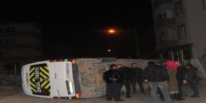 Gebze de hafif ticari araç ile işçi servisi çarpıştı: 4 yaralı