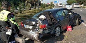 Lastiği patlayan otomobil takla attı