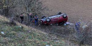 Otomobil tarlaya yuvarlandı: 1 ölü