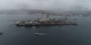 Dünyanın en büyük gemisi İstanbul Boğazı'ndan geçti