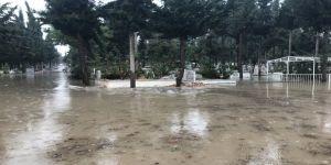 Mezarlar sular altında kaldı