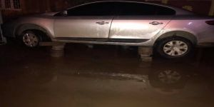 Otomobilini sel sularından korumak için bunu yaptı
