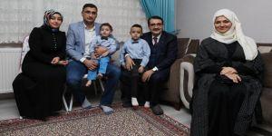 Bakan Dönmez'den madenci ailesine sürpriz ziyaret