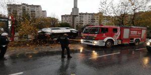 Servis ağaca çarpıp, devrildi: 14 yaralı