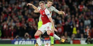 Arsenal'de Holding en az 6 ay yok