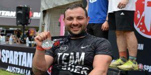 Spartan'da tekerlekli sandalyesiyle yarıştı