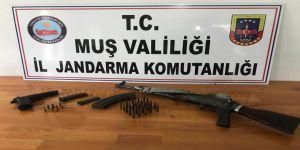 FETÖ operasyonunda silah ve mühimmat ele geçirildi