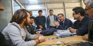 Bakan Kasapoğlu'ndan öğrencilere sürpriz ziyaret