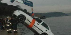 Otomobil denize uçtu!