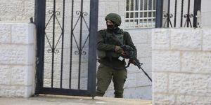 İsrail güçleri görme engelli Filistinliyi gözaltına aldı