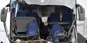 Tur otobüsü kaza yaptı: 1 ölü