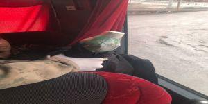 Kaçak Afganların üzerinde uyuşturucu madde çıktı