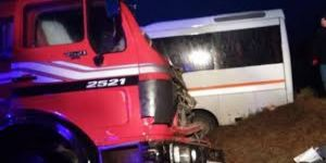 Öğrenci servisi ile kamyon çarpıştı: 15 yaralı