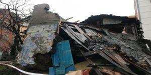 Gecekondunun çatısı çöktü