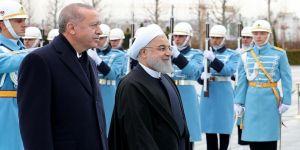Ruhani, resmi törenle karşılandı