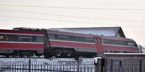 Tren, okul otobüsüyle çarpıştı