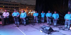 Temizlik işçileri müzik grubundan sahne şov