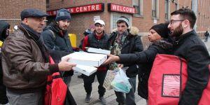 Türk pizzacıdan evsizlere yardım