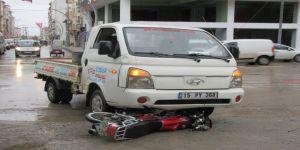 Kamyonet ile motosiklet çarpıştı