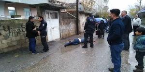 Tacizci olduğu iddia edilen kişiye mahalleliden meydan dayağı