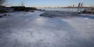 Güney Kore'nin ikinci büyük nehri buz tuttu