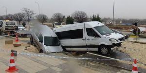 Yol çöktü, 13 kişi yaralandı