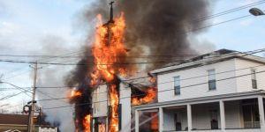 Tarihi kilise yandı