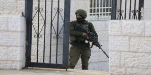 İsrail güçleri, bir Filistinliyi başından yaraladı