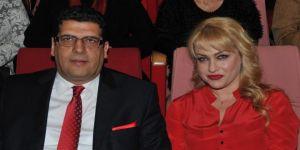 Kocası MHP'den aday olan şarkıcı Yeliz'in Bahçeli fotoğrafı olay oldu