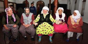Köy kadınları sahne tozunu sevdi