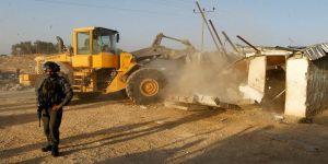 İsrail güçleri, Filistinli ailenin evini yıktı
