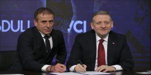 Abdullah Avcı'nın sözleşmesi 5 yıl uzatıldı.
