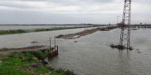 Baraj kapakları açıldı, mahalleri su bastı