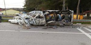 Yolcu otobüsü minibüse çarptı: 1 ölü