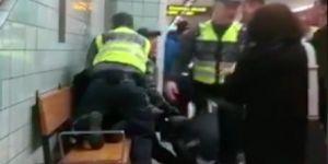 Hamile siyahi kadına metro görevlilerinden şiddet