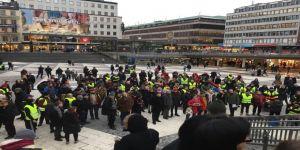 """İsveç'te """"Sarı Yelekliler"""" sokağa çıktı"""
