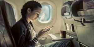 Uçakta cep telefonu kullananlar yandı!