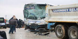 Halk otobüsü ile kamyon çarpıştı: 5 yaralı