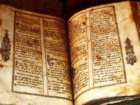 Evinin Bodrumunda Antika İncil Buldu