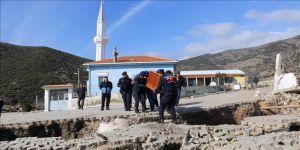 Toprak kayması sonucu 12 ev tahliye edildi