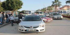 Antalya'da 5 araçlı zincirleme kaza: 1 yaya yaralı