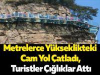 Metrelerce Yükseklikteki Cam Yol Çatladı, Turistler Çığlıklar Attı